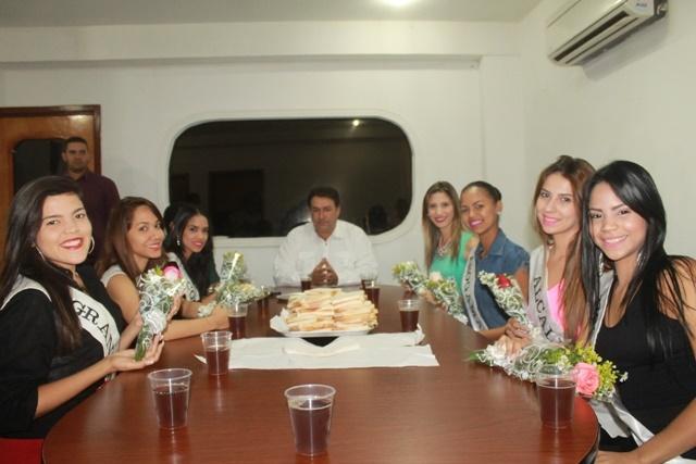 Pedro Loreto ofrece desayuno a aspirantes de la XLIX Feria de la Candelaria