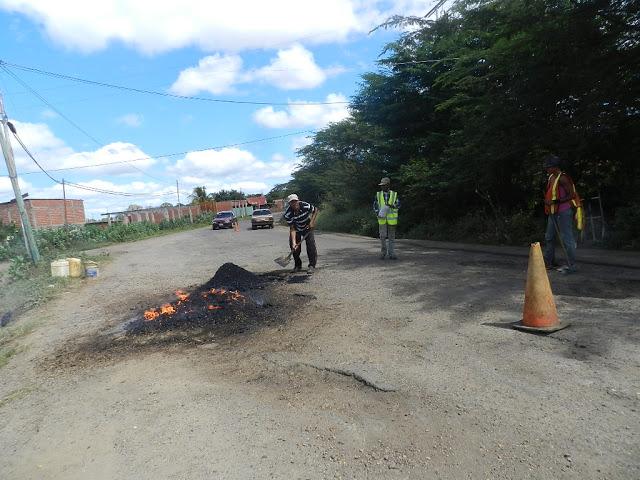 Vía de La Vuelta el Cacho es arreglada en forma de autogestión