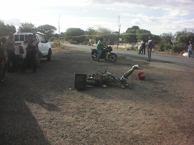 Fuerte colisión entre vehículos en caserío Memo dejó una persona fallecida.