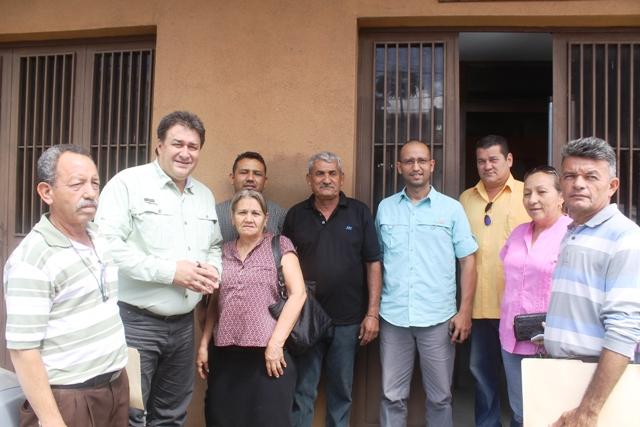 Alcalde Pedro Loreto entregó 30 títulos de propiedad de terrenos