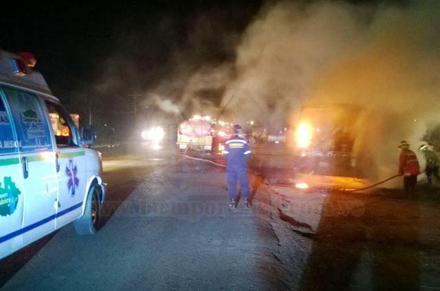 Unidad colectiva se incendió por completo en La Pascua