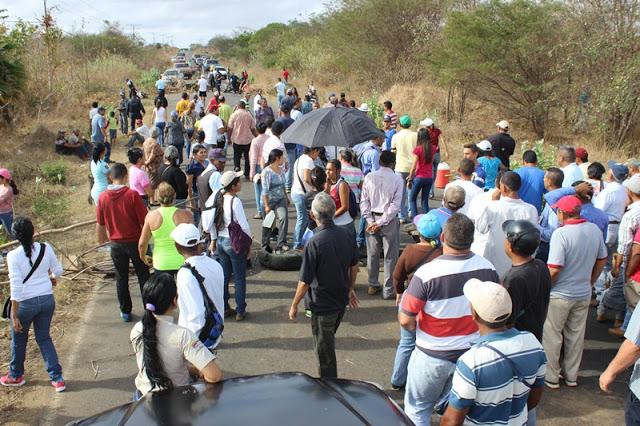 Trancaron carretera La Pascua- Corozal por falta de comida y agua
