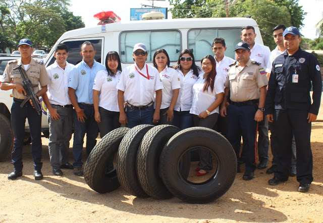 » Alimentos ESSAGUA C.A»  donó 4 cauchos para ambulancia de la PNB en La Pascua