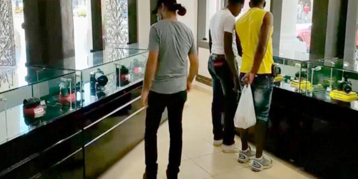 abre el centro comercial de lujo en la Habana - Cuba
