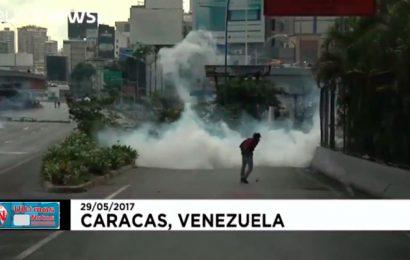 Batalla campal en Caracas protestas en Venezuela con herido de bala