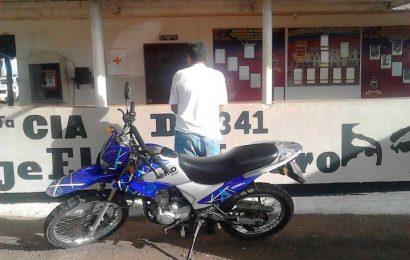 Detenido conduciendo moto robada