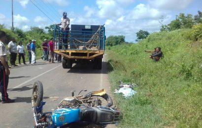 Venía a un velorio y murió al chocar de frente contra camión