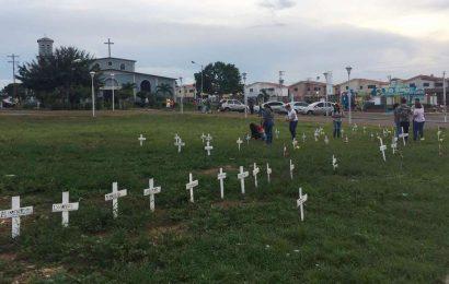 EN LA PASCUA: Crearon monumento improvisado en honor a los caídos en protestas