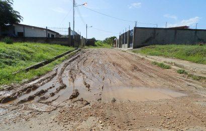Calles dañadas e inseguridad afectan a los habitantes de Terrazasdel Lido