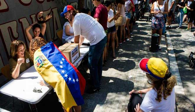 Referendum votan ciudadanos venezolanos en Barcelona-España