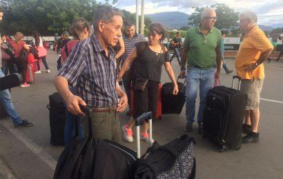 Miles de venezolanos emigran a Colombia ante futuro incierto en Venezuela