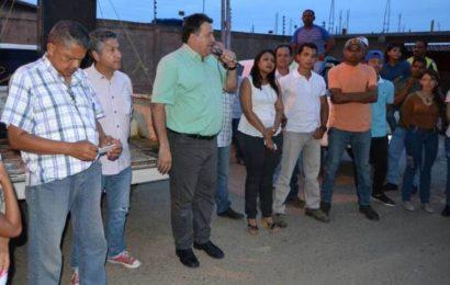 Pedro Loreto junto a su equipo de trabajo visita las comunidades