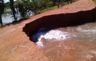 Crecida del Río Orinoco dejó incomunicada a Parmana al derrumbar carretera