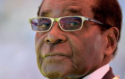 Robert Mugabe dimite después de 37 años en el poder