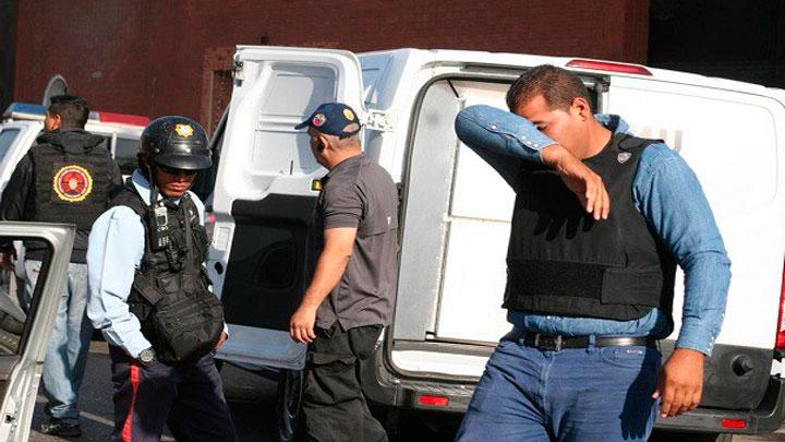 mujer estrangula a su madre en Aragua