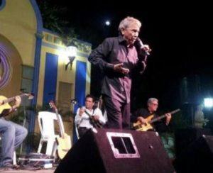El cantante venezolano de gaitas, José Tineo, falleció este miércoles en Maracaibo, estado Zulia.  Tineo presentaba problemas cardíacos y respiratorias.